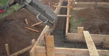 Укладка бетона в ленточный фундамент