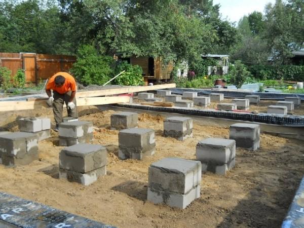 Строительство столбчатого фундамента из блоков