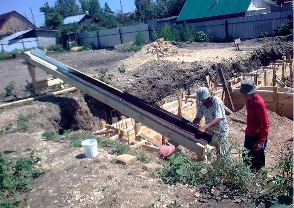 Лоток для подачи бетона