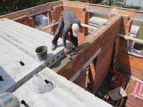 Монтаж плит перекрытия