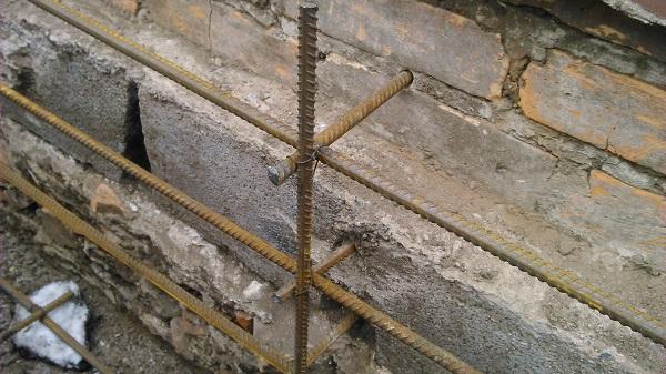 Ремонт фундамента оболочкой из арматуры