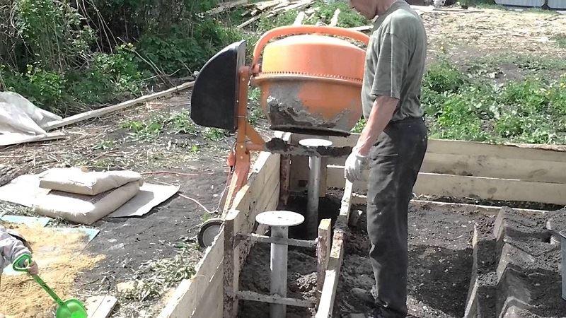 Видео заливка фундамента бетономешалкой своими руками