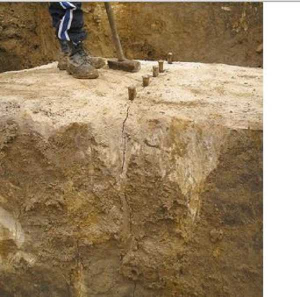 Технология раскалывания бетонной балки клиньями