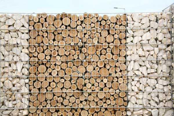 Габион заполненный деревом