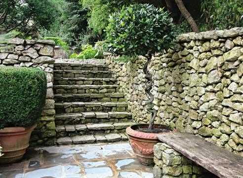 Лестница между террасами
