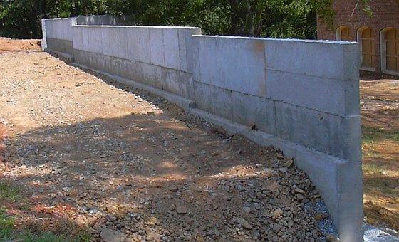 Бетонная подушка под опорную стену